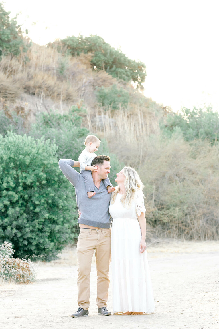 Orange-County-Newborn-Photographer-Outdoor-Family-Session-Light-and-Bright